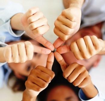 Daumen hoch: Meine Kunden sind die besten, die ich mir als Freie Lektorin wünschen kann.