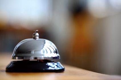 Klingel einer Hotelrezeption: erstklassiger Kundenservice.